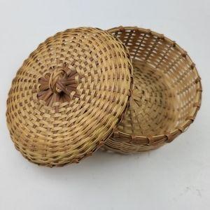 Vintage dainty  catch all basket
